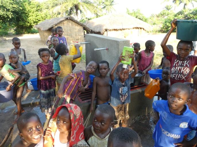 Offrez de l'eau potable, de la lumière ou un lieu de vie assaini